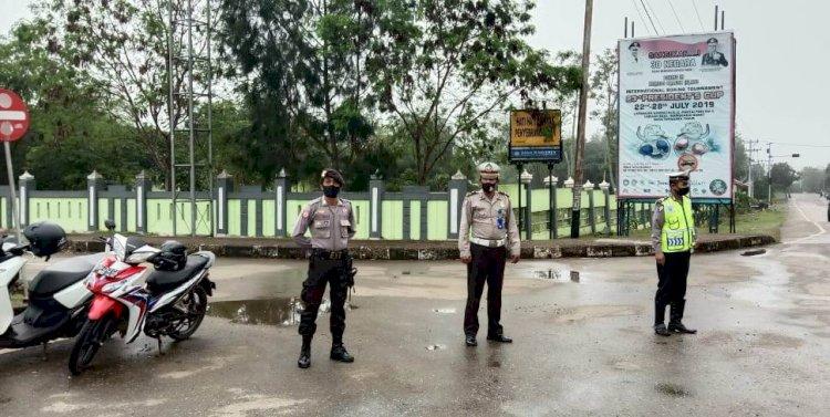 Pagi hari, Polres TTS Turunkan Personil Melaksanakan Pengaturan Lalin