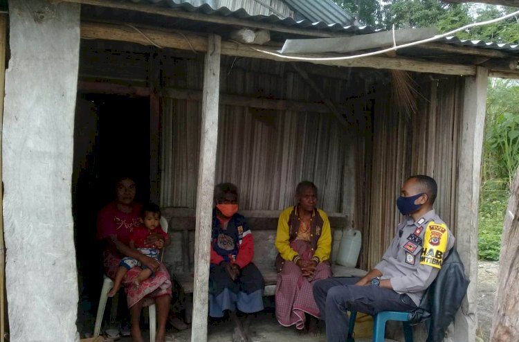 Cegah Corona, Bhabinkamtibmas Polsek Amanatun Selatan  Sambangi  Warga Sampaikan Imbauan
