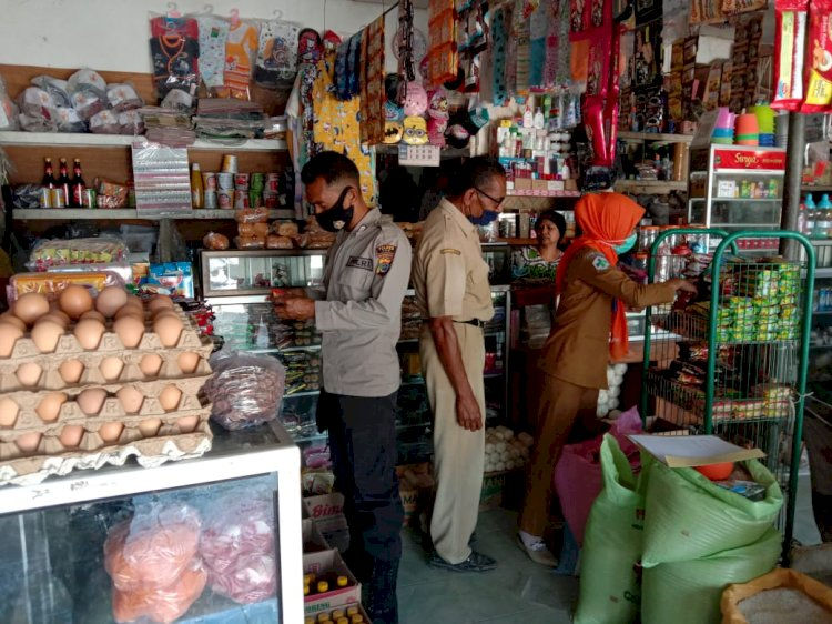 Polsek Amanuban Timur Dampingi Tim POM Tertibkan Makanan,Minuman Serta Obat Kadaluarsa