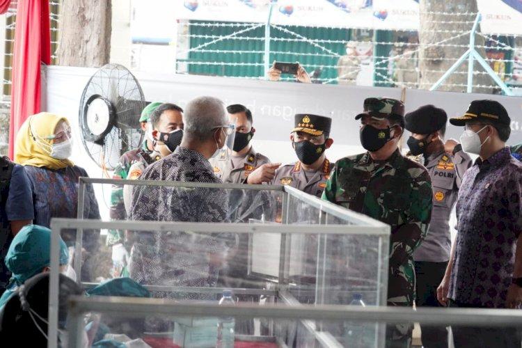 Panglima TNI dan Kapolri Tinjau Vaksinasi di Pabrik Sukuntex dan Pura Terban Kudus Dukung Program 1Juta Sehari