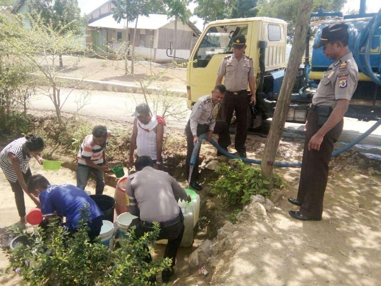 Kembali Polres TTS Bagikan Air Bersih