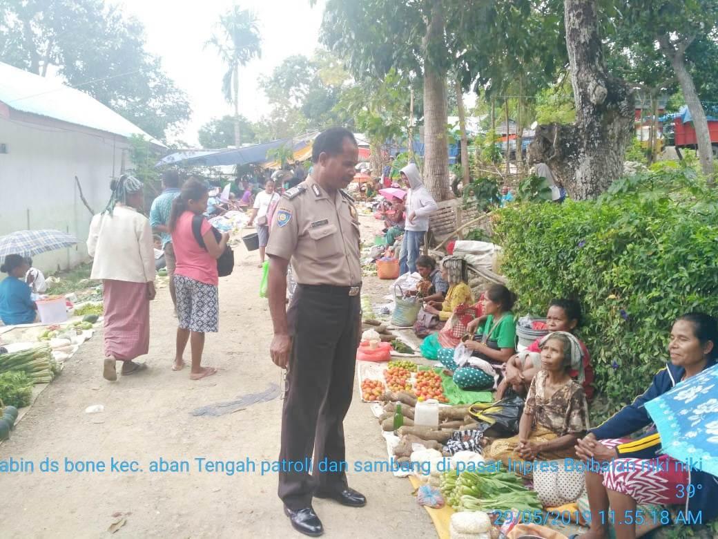 Bhabinkamtibmas  Polsek Amanuban Tengah, Patroli dan Sambang Di Pasar Mingguan
