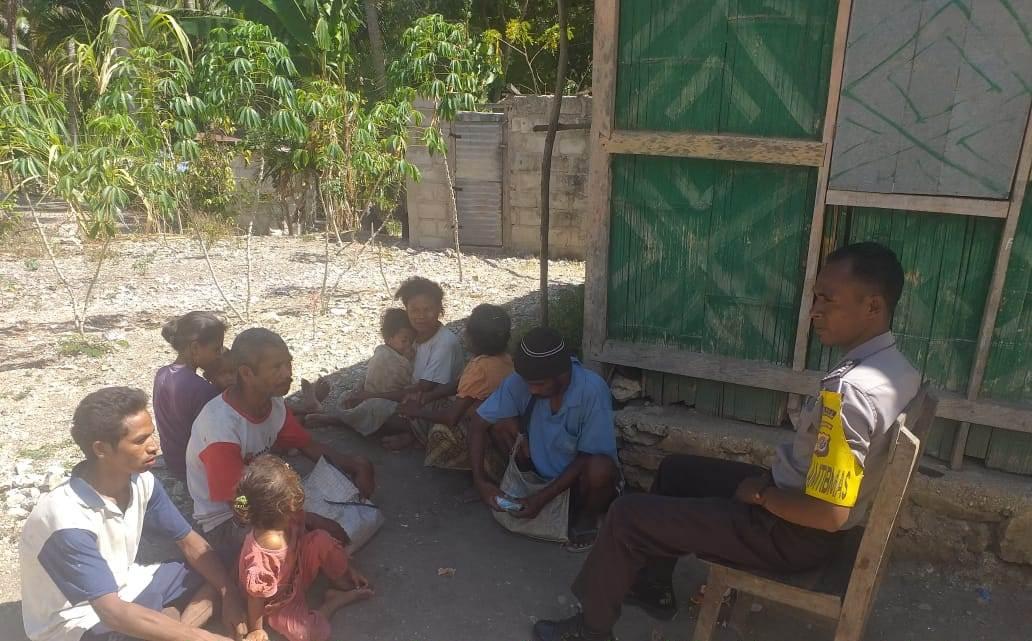 Antisipasi Karhutla, Bhabinkamtibmas Sambangi Warga Beri Imbauan