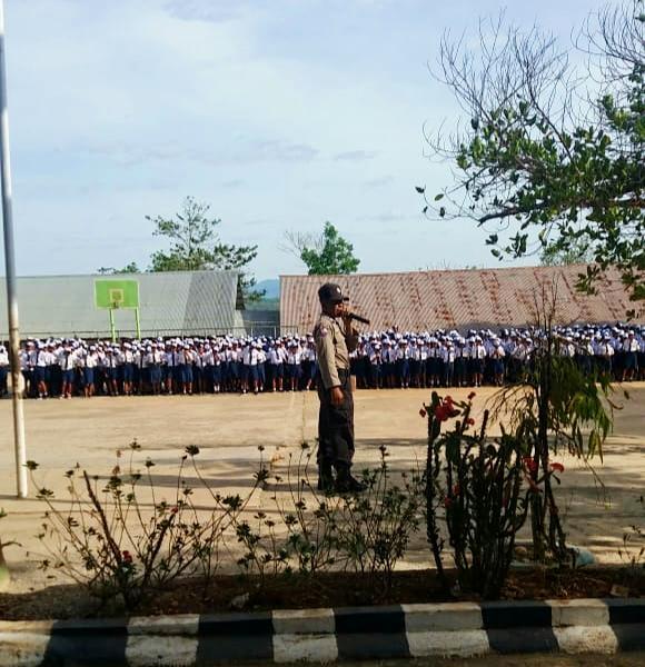 Hadir di Tengah Pelajar SMP, Bhabikamtibmas  Pol Sub Sektor Kota  Soe Beri Penyuluhan Kamtibmas
