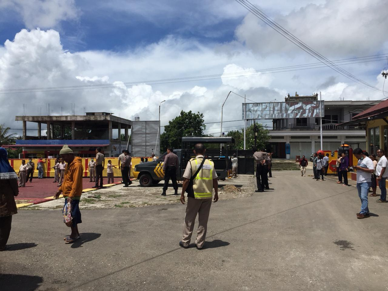 Cegah Covid-19, Personil Polres TTS dan Masyarakat Berjemur
