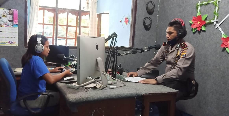 Cegah Covid-19, Kasat Binmas  Polres TTS  Sampaikan Imbauan Kapolres TTS  Melalui Siaran Radio